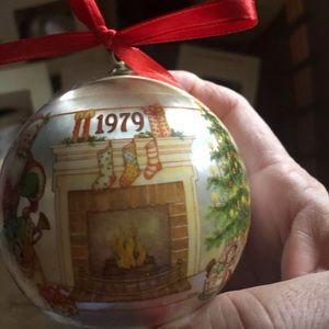 Hallmark 1979 Ball Ornament-VGC